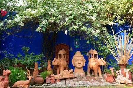 Stay At Walking Distance From Taj - Agra - Bed & Breakfast