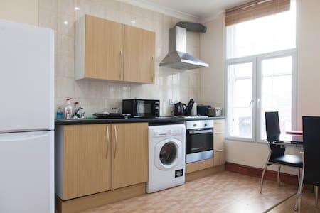 London short let holiday Flat B - London - Apartment