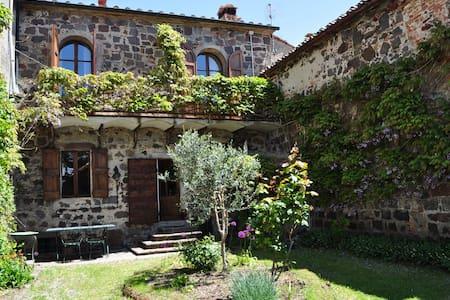 Casa indipendente in Val d'Orcia - Radicofani