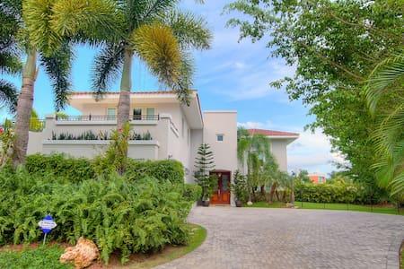 Villa Aqualina at Dorado Beach Resort - Dům
