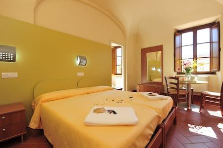 Un ex convento economico a Volterra - Bed & Breakfast