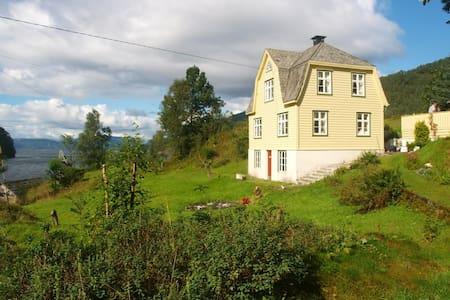 Sjarmerende og fredelig landsted - House