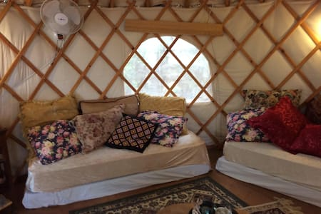 Upgraded Yurt with Ocean View - Iurta