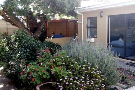 Hidden Garden Treasure - Apartment