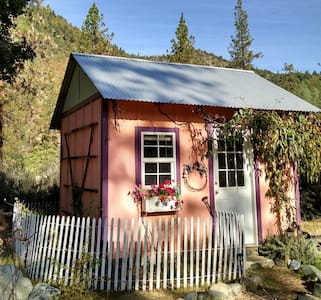 Tiny Studio   by Trinity River - Bed & Breakfast