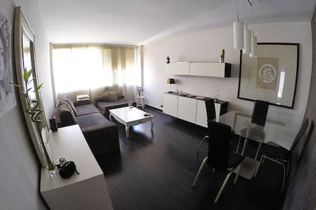 Downtown apartment near the beach and Gibraltar - Lägenhet