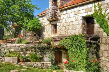 House for long term rental Dalmatia - Lovreć