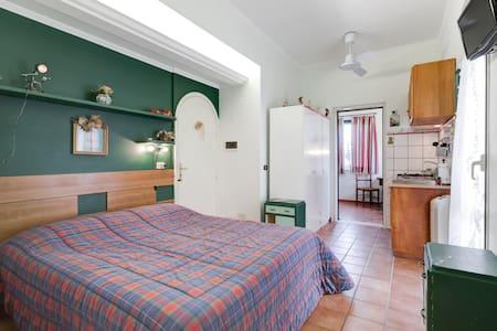 Mini appartamento con giardino - Anzio - Bed & Breakfast