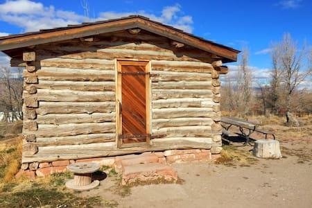 1865 Pioneer Cabin w/ Hot Springs - Monroe - Cabane