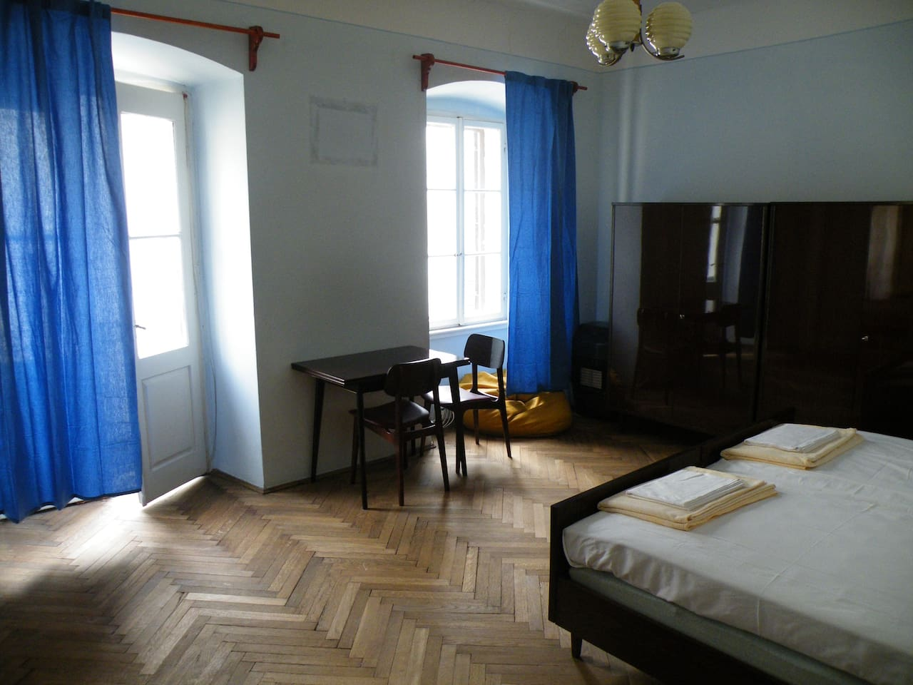 double bedroom with a lovely balcony (27 euro/day)