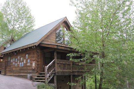 Love Me Always cabin in Gatlinburg