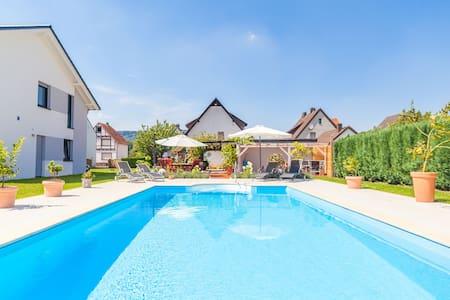 Ferienwohnung mit Pool nahe Höxter - Boffzen