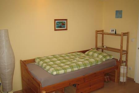 Ruhiges 13qm-Zimmer, 5 Min. vom Hbf - House