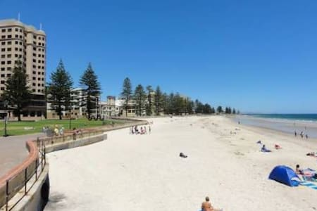 Beach Ambience Apartment - Glenelg South - Apartment