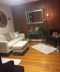 Sunny, large room  15 mins to Time Square, NYC - Union City