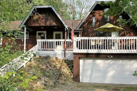 Cozy Cottage 1 mile from Geneva Lake - Talo