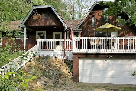 Cozy Cottage 1 mile from Geneva Lake - Casa