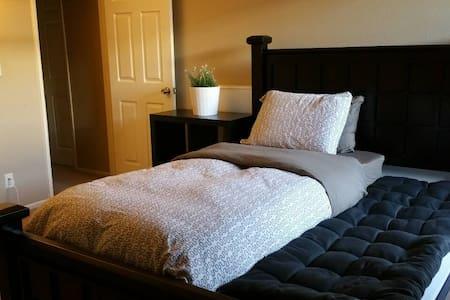 Comfy room,Private Bath Safe,Clean - Lakás
