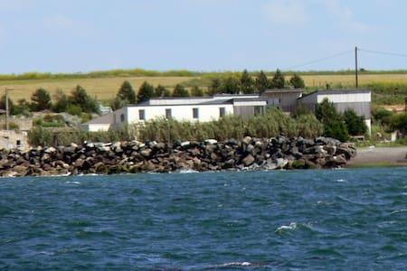 Grand appartement avec vue sur mer - House