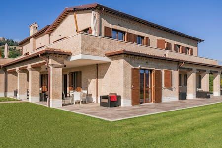 MORESCO COUNTRY HOUSE 1 - Provincia di Fermo