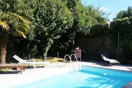 villa  avec piscine - Dům