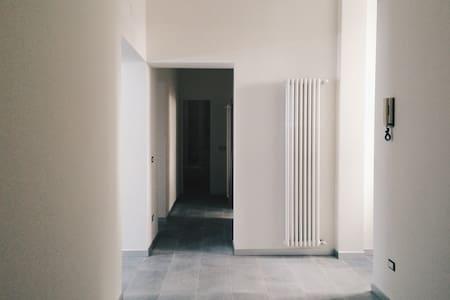 Bianco Caprera_renting room - Roma - Apartment