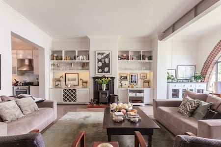 Old world charm in Melrose - Apartment