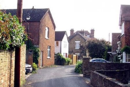 Holiday cottage in Thames village - Staines-upon-Thames - Huis