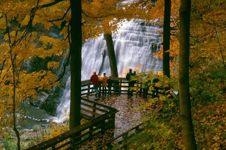 Brandywine Falls Hike, Bike & Relaxation Suite - Northfield - Daire