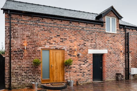 Converted coach house in Wrexham - Maison