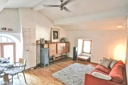 Apartment in centre of Joyeuse - Huoneisto