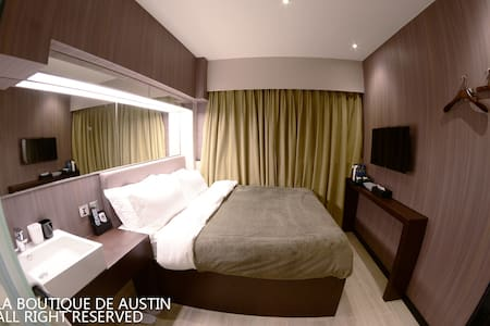 'La Deluxe' is designed for the exquisite accommodation for quality couple. Queen-size bed, 9-foot wide mirror & window at street view (even Sky 100) provide you with special enjoyment. The room size is approx. 100 sqf. Long stay not accepted.
