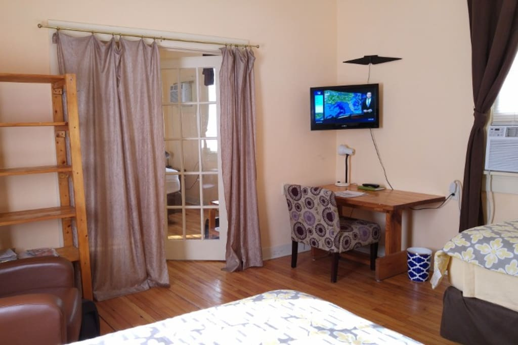 Both bedrooms, 1 queen, 2 full size beds. Air conditioners in both bedrooms and kitchen