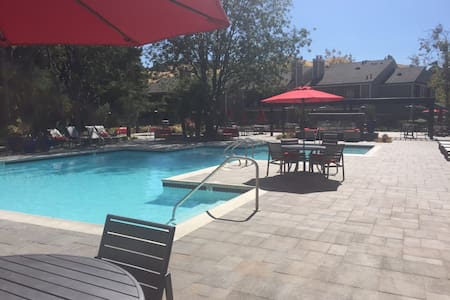 Great apt, new furniture w/ pool! - Pittsburg - Apartemen