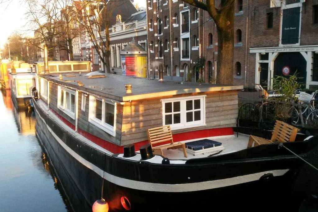 Cosy little studio in a houseboat boats for rent in for Airbnb amsterdam