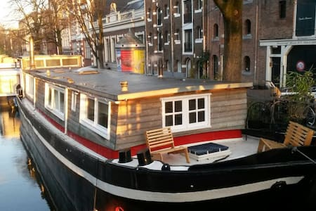 Top 20 amsterdam boat yacht and houseboat rentals for Airbnb amsterdam houseboat