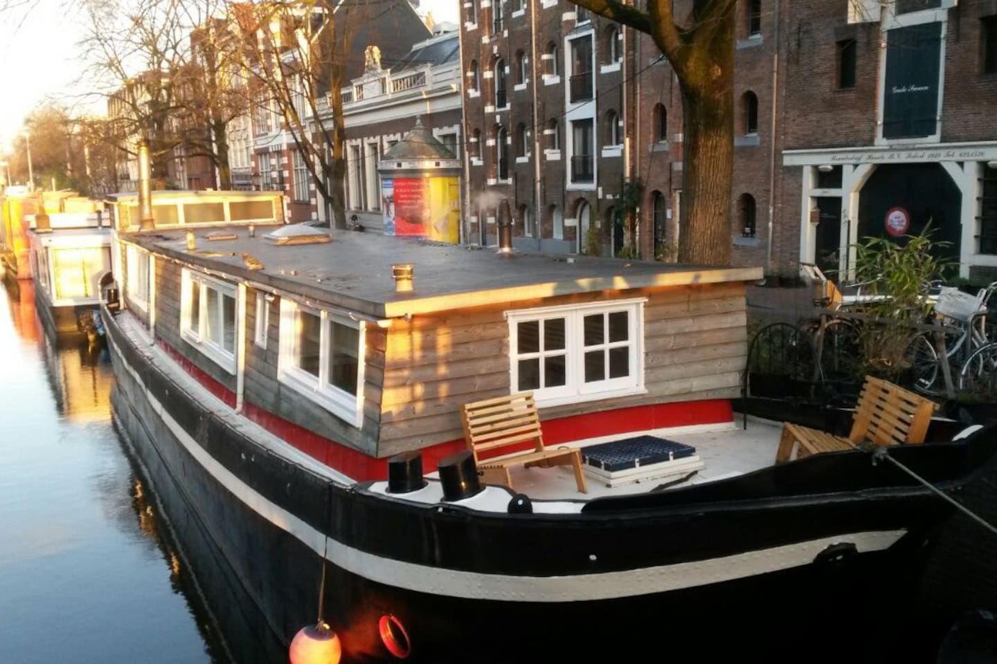 Cosy little studio in a houseboat boats for rent in for Airbnb amsterdam houseboat