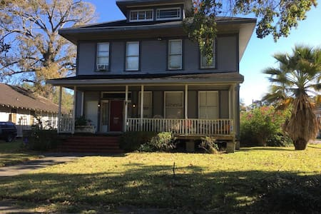 Historic Downtown/Private Upstairs Apartment - Beaumont - Casa