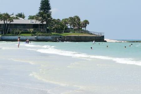 150 yds to Siesta Key Beach & Pool!
