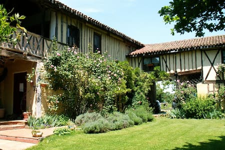 B&B in Gascony 18thC coaching inn  - Inap sarapan