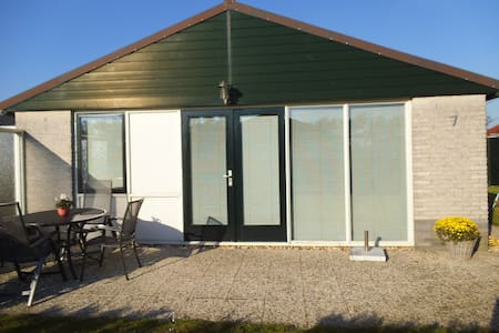 Gepflegt u. komfortabel mit Garten u. 2 Terrassen - Bungaló