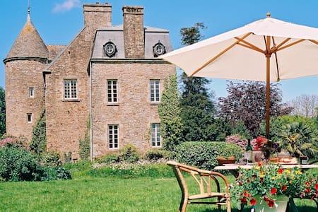 Chambre XVI chateau avec jardin - Bed & Breakfast
