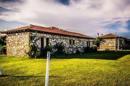 Built-stone guesthouses in Farm - Chalkidiki - Bed & Breakfast