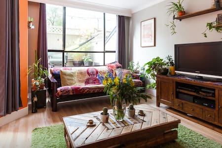 Warm and inviting downtown hideaway