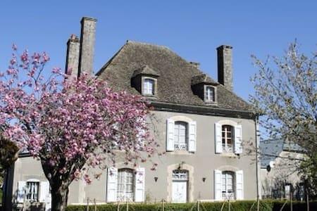 AUX 4 CHEMINÉES -Chambre Cabrespine - Maison