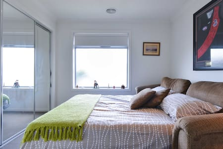 Backpackers delight near airport - Craigieburn - House