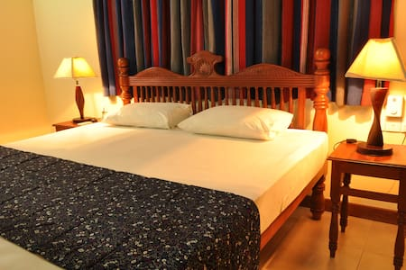 luxury in a private home - Tissamaharama - Bed & Breakfast