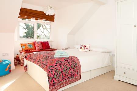 Homely double room with en-suite - Bed & Breakfast
