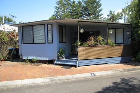 Self Cont Cabin on Narrabeen Lakes - Blockhütte