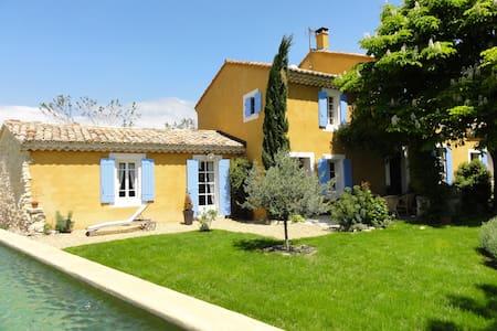 Mas provencal au milieu des vignes - Saint-Pierre-de-Vassols
